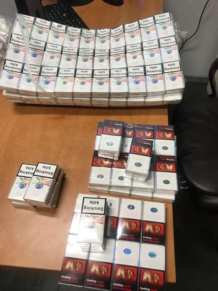 Контрабанда на Буковинському кордоні: порушники намагалися перенести понад 400 пачок цигарок під одягом