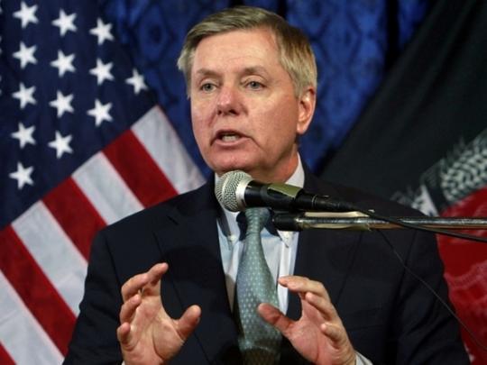 Американський сенатор пропонує бомбардувати нафтові родовища Ірану