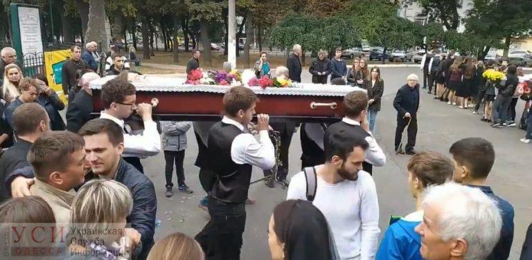 Всі просто ридали, друзі несли трyну: Поховали 17-річного волонтера, який загинув у моторошній ДТП (ФОТО