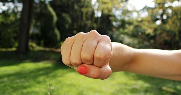 """""""Хлопці знімали на смартфон"""": в Запоріжжі жорстоко побились двоє дівчат (відео)"""