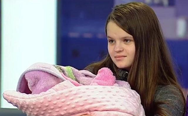 Стала мамою в 13 років: Історія школярки зі Львова вразила Україну
