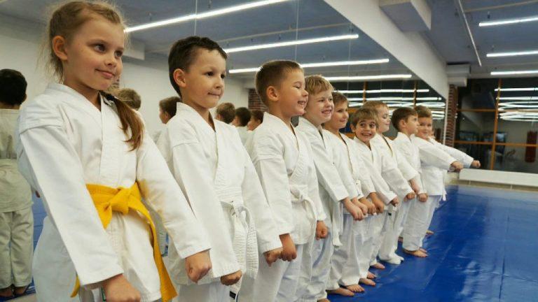 Вона хотіла займатися з ним карате: у Дніпрі 48-річний тренер розбещував маленьку дівчинку