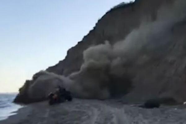 На березі українського курорту зсув мало не вбив людей: момент потрапив на відео