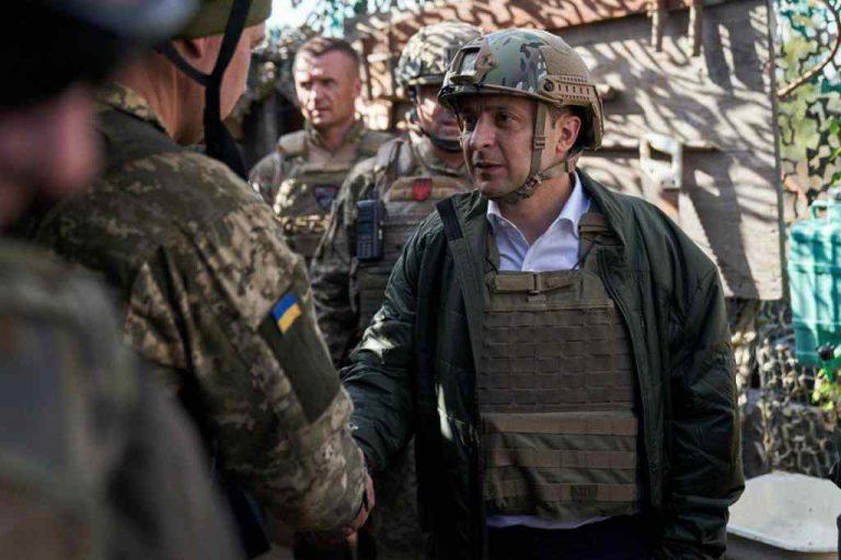 """""""Отримав у спадок від Порошенка"""": Ветеран АТО став на захист Зеленського. Може потрібно дати час?"""