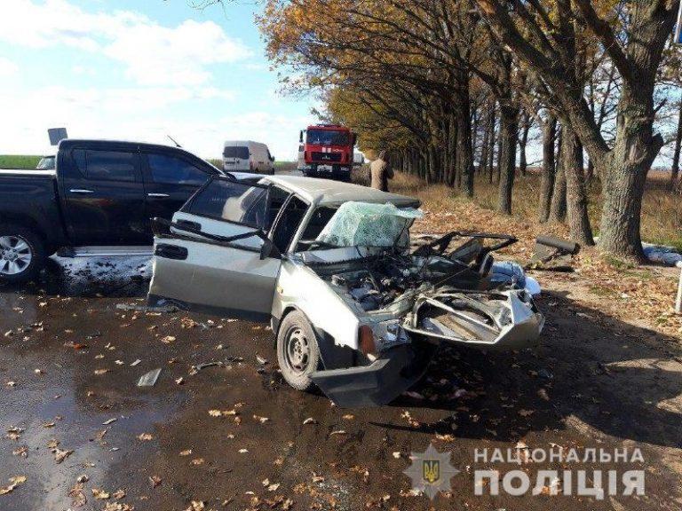 """""""Передня частина легковика повністю знищена"""": На Донеччині в страшній ДТП загинуло подружжя"""