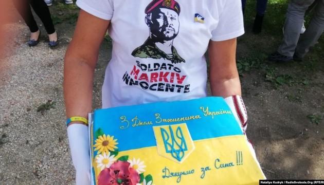 Українці в Італії навідали матір засудженого нацгвардійця Марківа