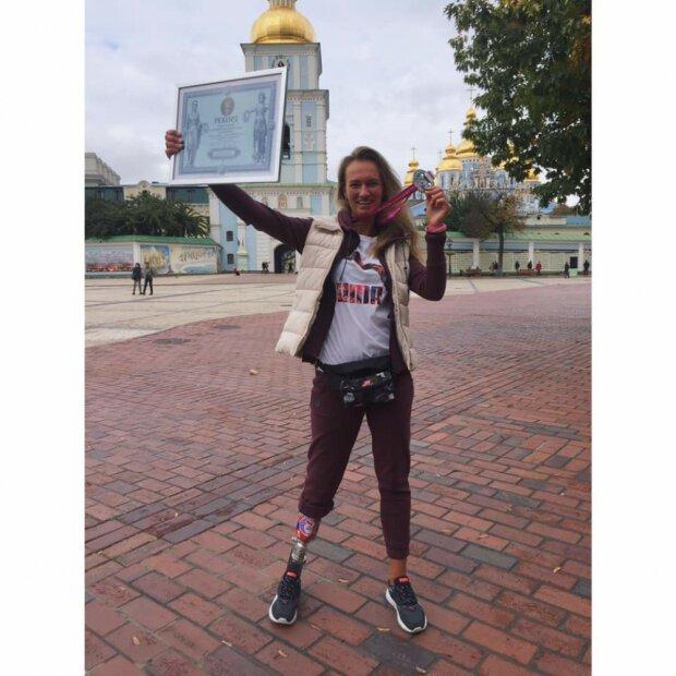 """Втратила ногу в аварії: мужня одеситка """"набігала"""" на рекорд України."""