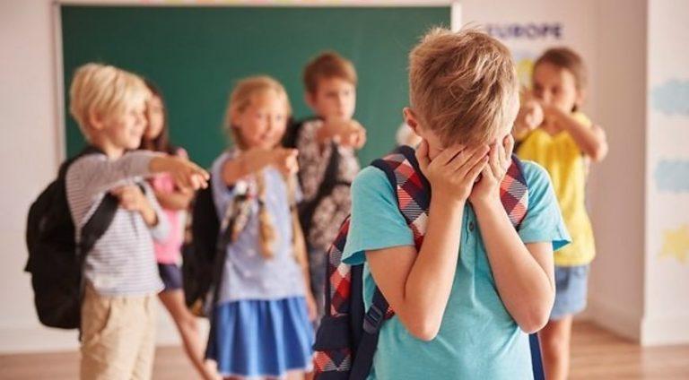 """""""Примушують славити Росію"""":з українського школяра знущаються у США"""