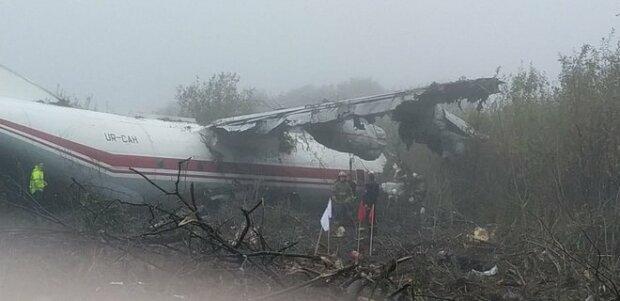 Біля Львова аварійно приземлився літак: є перші загиблі