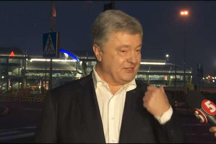 "Порошенко влаштував істерику! Раптово повернувся в Україну: в аеропорту ""злив все"""