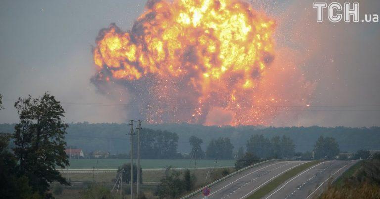"""""""Земля гуде під ногами"""": У Балаклії прозвучали гучні вибухи на військових складах"""