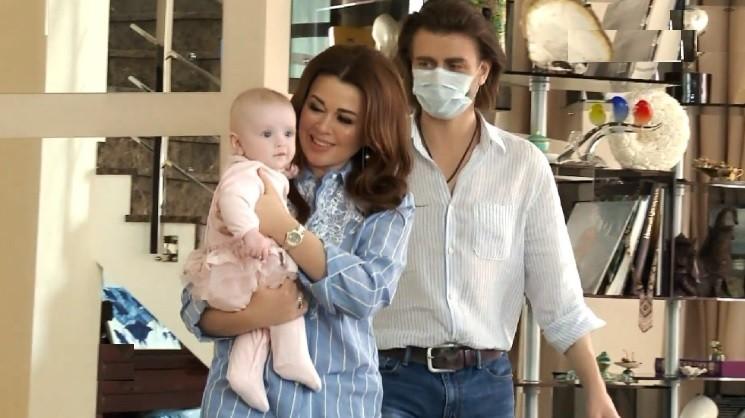 Маленька Міла впізнала маму! Анастасія Заворотнюк возз'єдналася з дочкою. Шанувальники радіють