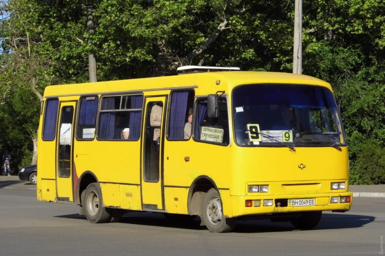 В Одесі водій викинув з маршрутки пасажира без свідомості