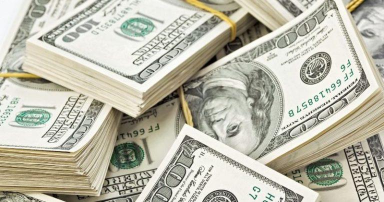 Причаївся перед стрибком: долар лякає прогнозами. Бігти в обмінник, поки не пізно