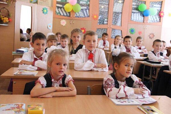 У Миколаєві двох школярів не пустили на свято через вишиванки: спалахнув скандал