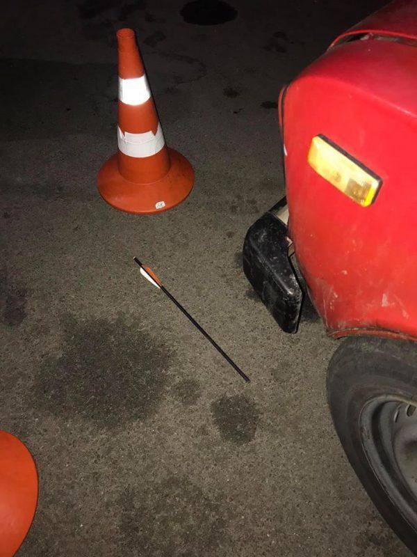 У Борисполі (Київська область), на вулиці Володимира Момота в ніч на 9 січня у жінку випустили стріли з лука чи арбалета
