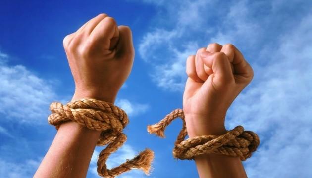 Ромка здала двох людей у рабство