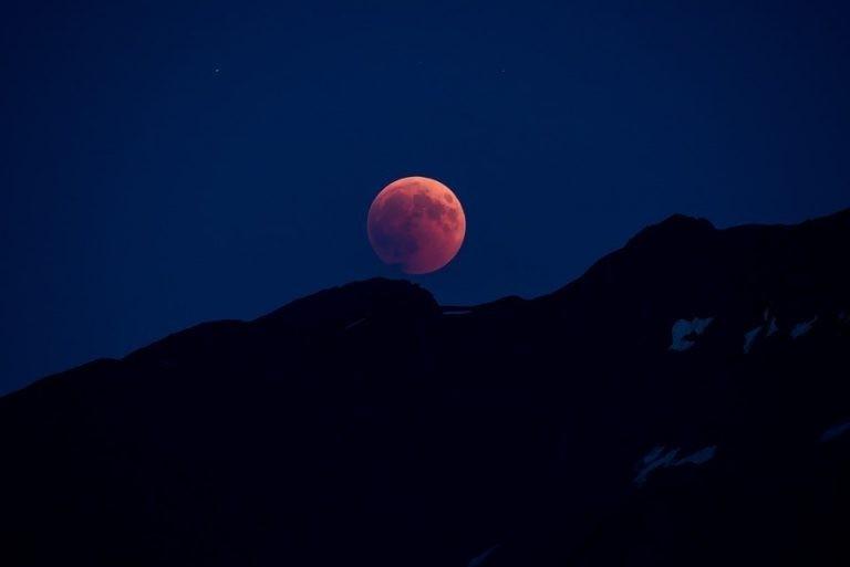 Місячне затемнення 10 січня – найнебезпечніше: що категорично не можна робити