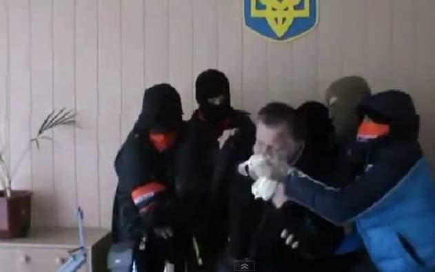 """""""Нагодували маргарином"""": українського чиновника, який труїв дітей в дитсадку, жорстоко провчили (відео)"""