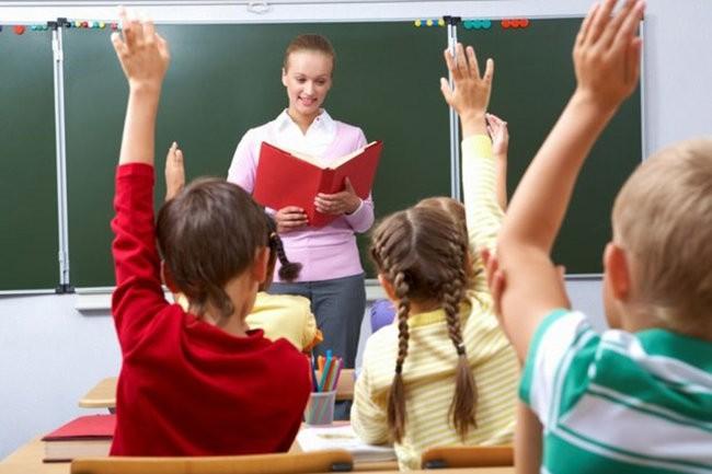Трьох мінімальних зарплат у 2023 році вчителям не гарантують