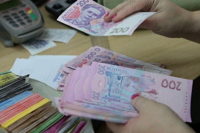 """""""До 4 тисяч в одні руки"""": Українці отримають одноразову грошову допомогу від держави. Кому пощастить\"""
