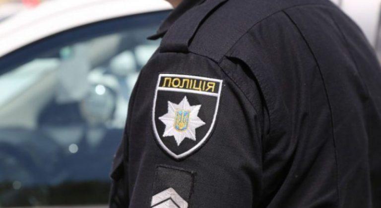 Пограбували незрячих: в Одесі копи погоріли на крадіжці під час обшуку. Відео