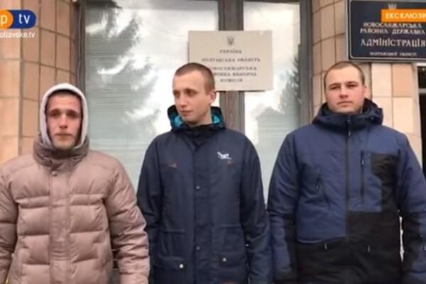 """""""Тітушки"""" з Нових Санжар записали відеозвернення під мерією"""