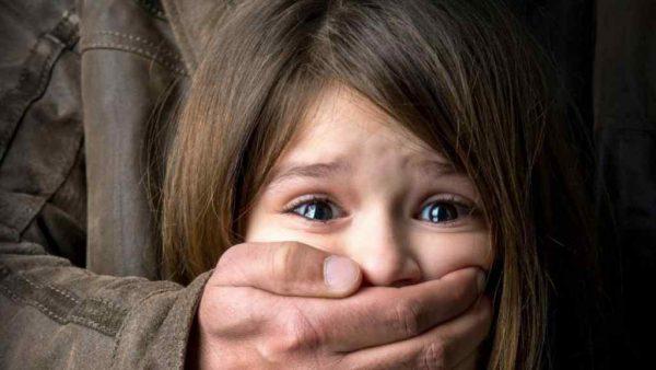 Торкались статевих органів та займались сексом: на Херсонщині мати жорстоко знущалась з дітей