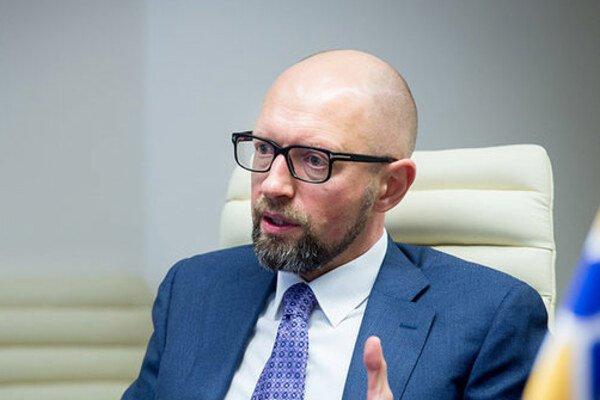 """Яценюка в масці терміново привезли у клініку """"Борис"""": перші деталі"""
