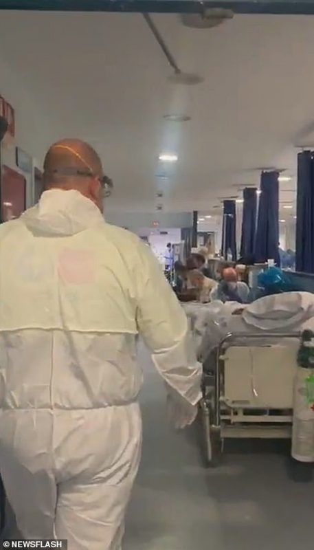 Переповнені пацієнтами з коронавірусом коридори лікарень в Іспанії