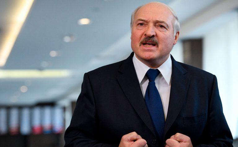 """""""Жодних чартерів, нехай там і сидять"""", – Лукашенко про евакуацію білорусів із-за кордону"""