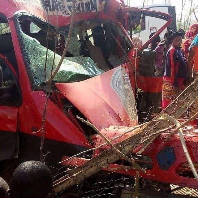 """""""Метал змішався з тілами"""": У моторошній аварії розбилась відома футбольна команда. 9 футболістів померли"""