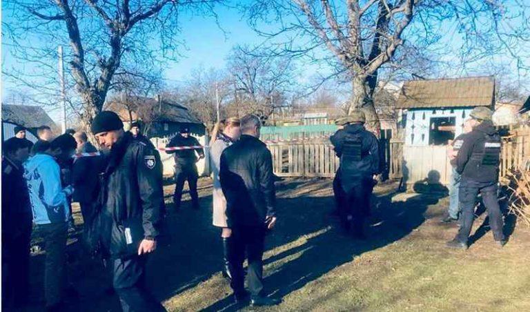 Дружину зарубав сокирою, а крихітну дочку задушив: трагедія на Буковині вразила всю Україну