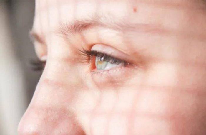 Вчителька спалила очі 20 учням, дезинфікуючи кабінет від вірусу