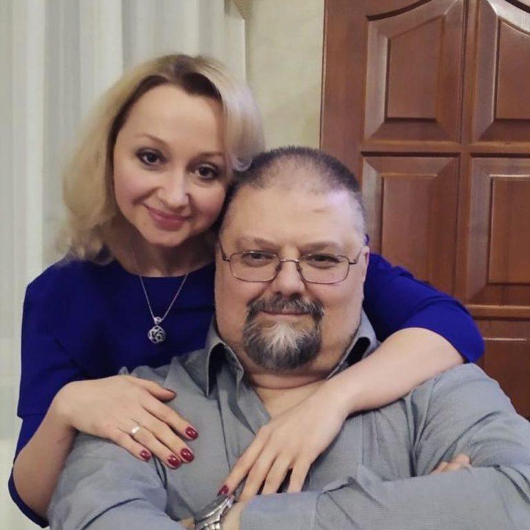 Помер напередодні дня народження, дружина ридала на колінах: Україну шокувала історія про смерть медика від коронавірусу