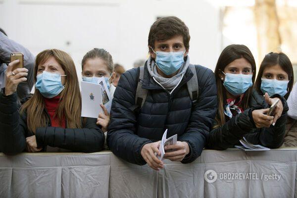 Медик закликав випустити молодь на вулиці і дати заразитися коронавірусом