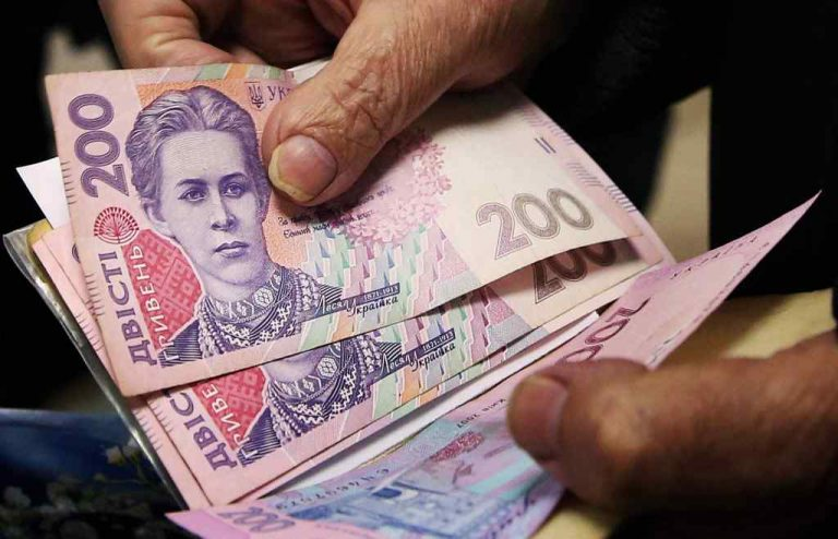 500 щомісяця. Уряд анонсував зростання пенсій. Кого торкнеться