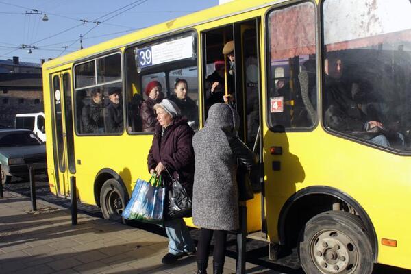 Шмигаль розповів, як буде працювати транспорт в Україні з 11 травня