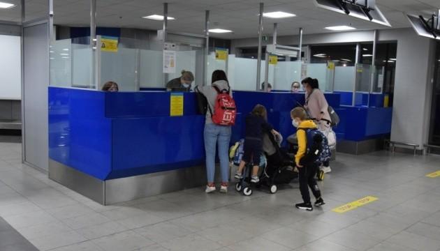 В Україну евакуаційними рейсами повернулися ще 700 громадян