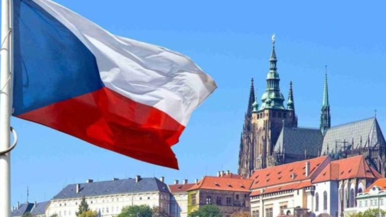 Європейська країна відновила видачу робочих віз українцям