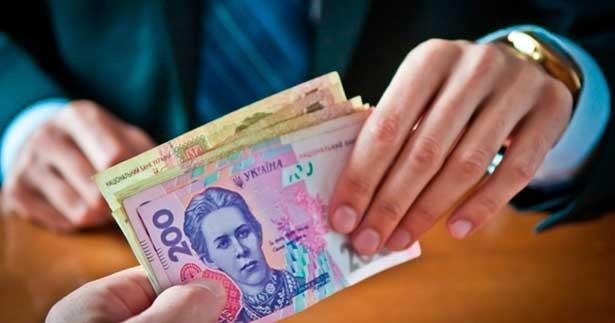 Хто під час пандемії коронавірусу отримає 100% набавки до зарплати (перелік професій)