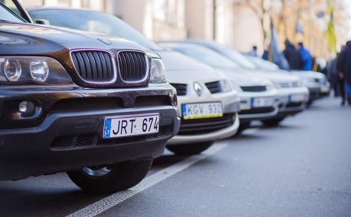 """Власникам """"євроблях"""" готують сюрприз стосовно розмитнення авто"""