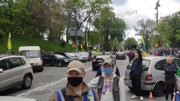 Євробляхери втратили останню надію і пішли штурмом на Кабмін — повний список вимог водіїв