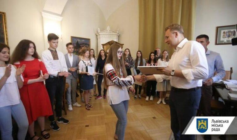 20 тисяч гривень за найвищі бали ЗНО: випускників відзначають винагородою