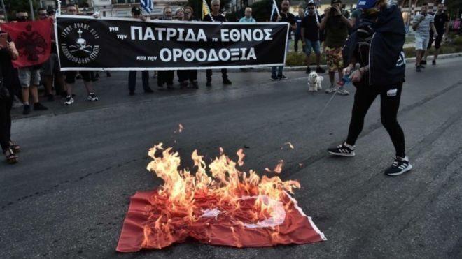 """Греки палять турецькі прапори через Софію, а Туреччина радить забути """"візантійську мрію"""""""