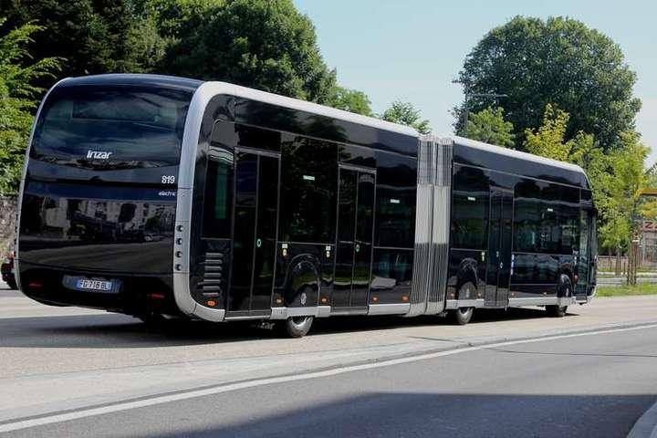 Водія автобуса побили до смерті за відмову впускати пасажирів без масок