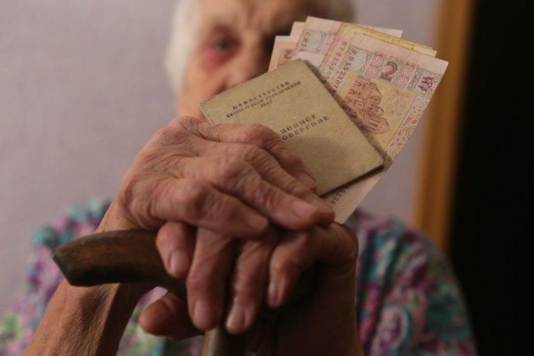 Пенсії скасують, а гроші віддадуть компаніям? Українців попередили про нововведення