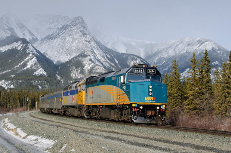 Канадський залізничний оператор VIA Rail тимчасово звільнить 1 тис. Працівників