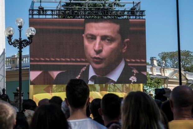 """Українці закликають Зеленського подати у відставку через брехню та порушення закону: """"Пообіцяв – то йди!"""""""