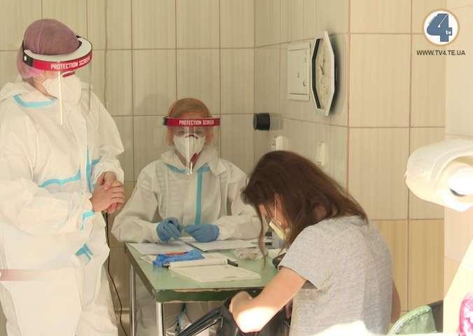 Медики пояснили, як правильно підготуватися до ПЛР-тесту
